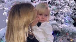Маленький Марк впервые пришел набал вкомпании сестры Стефании Маликовой