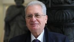 Директор Эрмитажа принимает поздравления иподарки вчесть своего юбилея