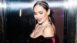 «Девушка-пантера!» Айза Анохина показала фигуру вмокром полупрозрачном платье