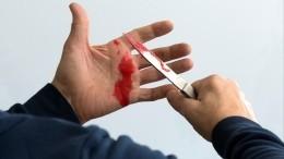 Шок-видео 18+: мужчина нанес около 20 ударов ножом продавщице вПриморье