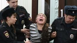 Видео: подсудимая поделу отеракте вметро Петербурга устроила истерику взале суда