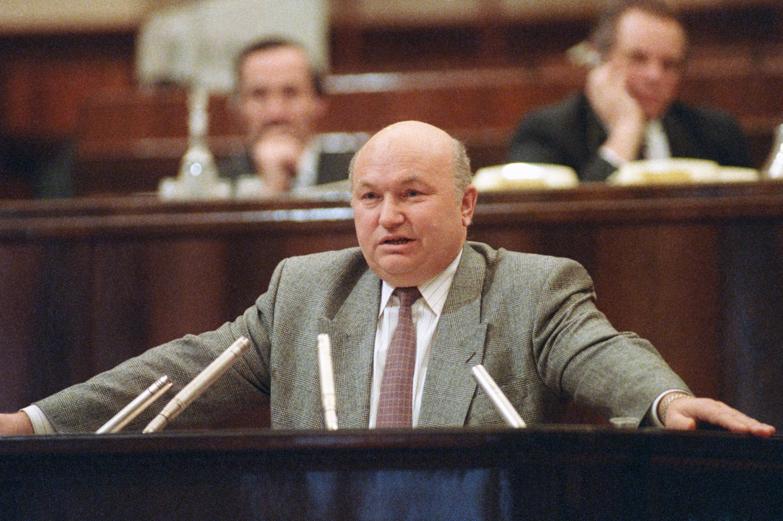 Юрий Лужков навнеочередном IX Съезде народных депутатов вКремле в1993 году