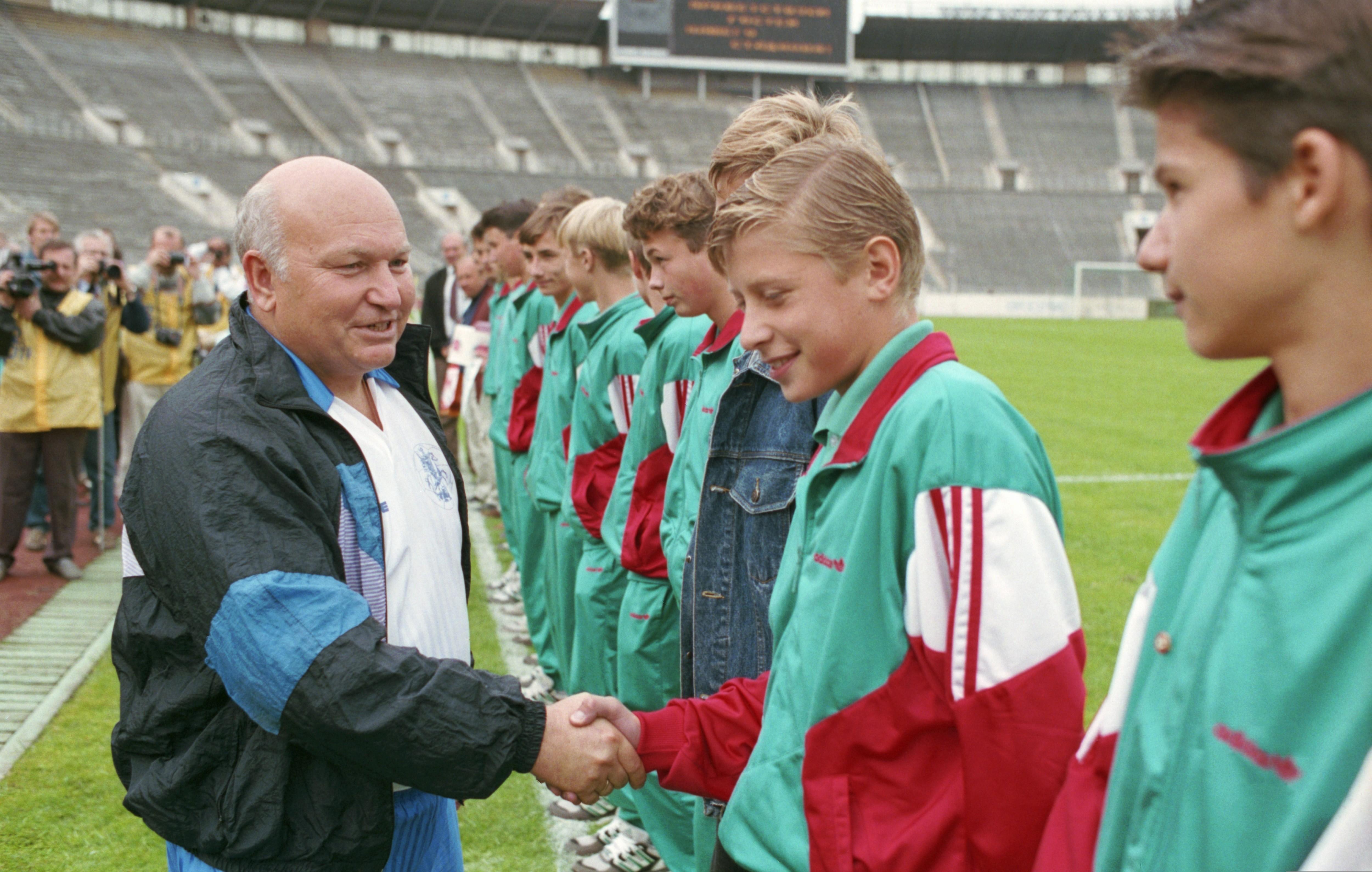 Юрий Лужков на Чемпионате России по футболу в 1994 году.