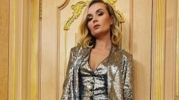 Полина Гагарина внеобычном платье поблагодарила фанатов заподдержку