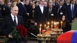 Владимир Путин посетил церемонию прощания сЮрием Лужковым