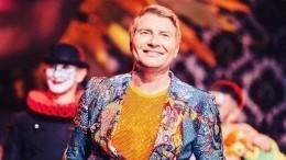 Николай Басков вобразе голубого джинна призвал всех «потереть его лампу»— видео