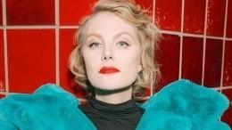«Изящная статуэтка!» Рената Литвинова попросила уфанатов совета поповоду новогоднего наряда