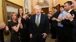 Жесткий искорый Brexit: Партия Джонсона убедительно победила навыборах впарламент