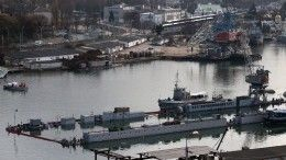 Опубликовано видео буксировки затонувшей вСевастополе подлодки