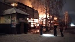 Пожар наскладе впять тысяч квадратных метров вКазани ликвидирован