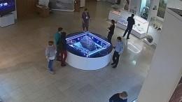Видео: Челябинский метеорит устроил переполох висторическом музее Южного Урала