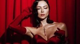 «Роковая женщина»: Самбурская заинтриговала фанатов своим элегантным образом