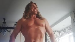 «Вот это зверюга»: Тарзан взбудоражил поклонниц вмаске кентавра