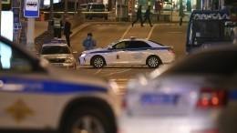 Робот-сапер обследует возможный автомобиль напавшего наздание ФСБ вМоскве