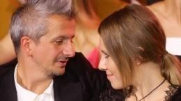 Ксения Собчак вместе сновым мужем предпочитают единый стиль водежде