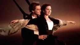 Видео: Капитан парома спробоиной включил пассажирам песню из«Титаника»