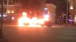 Два автомобиля вспыхнули наСадовом кольце вМоскве— видео
