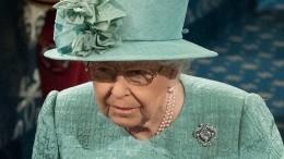 «Вместе наРождество»: Елизавета II провела первый день отпуска вкругу семьи