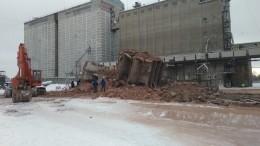 Один человек погиб иеще один пострадал при обрушении здания вОмской области