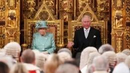 ВБукингемском дворце ответили наслухи оботречении королевы Елизаветы II