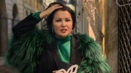 «Это немодно»: визажист раскритиковала макияж Анны Нетребко ссиними губами