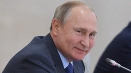 «Верни колбасу»: Путин пошутил над полпредом Устиновым