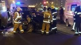 Один человек погиб, еще четверо пострадали вмассовом ДТП вПетербурге