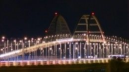 Кот Мостик встретил пассажиров поезда «Таврия» наКрымском мосту