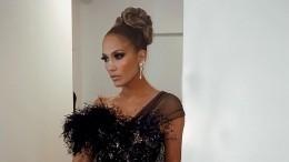«Как ейможет быть 50?»: Дженнифер Лопес примерила сексуальный костюм излатекса
