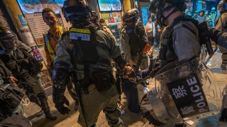 Протестующие вГонконге требуют отставки местных властей