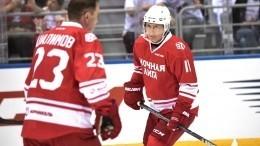Путин вышел налед катка наКрасной площади вматче Ночной хоккейной лиги