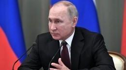 Путин поздравил министров снизкой инфляцией иростом доходов россиян