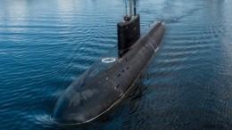 Новейшую подводную лодку «Волхов» спустили наводу вПетербурге