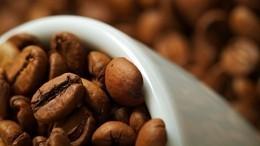 Ученые рассказали, сколько чашек кофе вдень может спасти отожирения