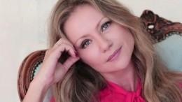 «Космическая Снегурочка!»: Мария Миронова поразила фанатов «зимним» образом