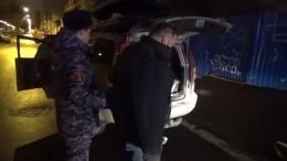 Сотрудники салона связи отбили нападение вооруженного грабителя спомощью огнетушителя