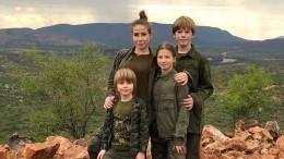 Юлию Барановскую стремя детьми нехотели пускать всамолет