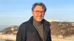 Шнуров презентовал «толерантную» новогоднюю песню