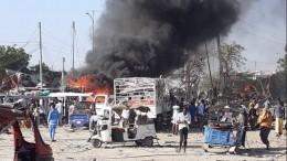 Поменьшей мере 90 человек погибли при взрыве заминированной машины вСомали