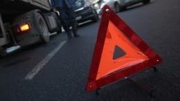 Автобус спленными попал вДТП наместе обмена между ДНР, ЛНР иКиевом вДонбассе