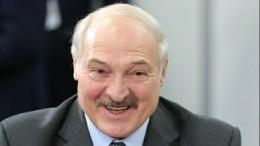 Александр Лукашенко вальсировал наВенском балу вМинске смолодой брюнеткой
