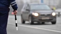 Полиция разыскивает водителя иномарки, бросившего петарду изокна всоседние авто