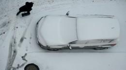 Видео чудесного спасения девушки из-под колес грузовика воВладивостоке