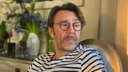 Сергей Шнуров поэтично высмеял однообразные новогодние телешоу