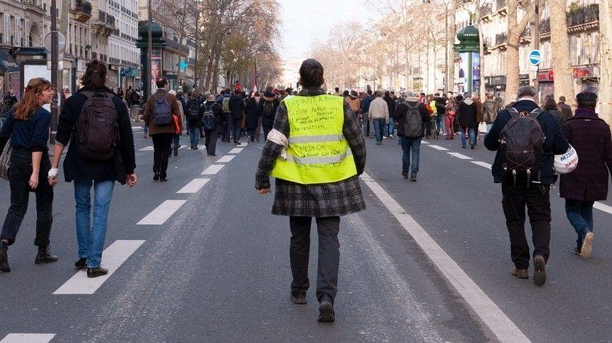 ВПариже запретили проводить протесты наЕлисейских полях 31декабря