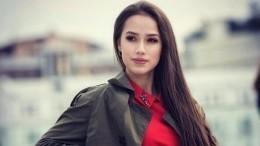 Видео: Алина Загитова резко одернула фанатов, трогавших еенаавтограф-сессии