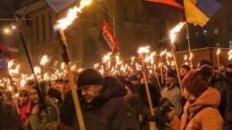Видео: факельные шествия вчесть Бандеры проходят вКиеве
