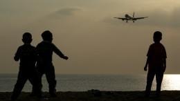 Авиадрифт: пилот боком посадил пассажирский самолет вВеликобритании— видео