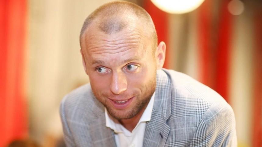 Экс-супруга Дениса Глушакова обвинила его визбиении наглазах уребенка