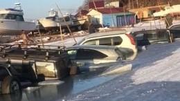 Видео: Около 30 автомобилей разом провалились под лед вПриморье